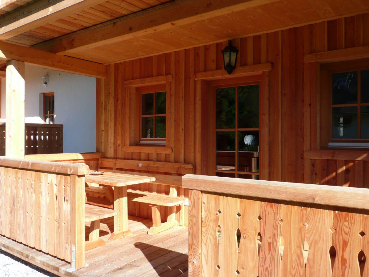 Überdachte Terrasse aus Holz