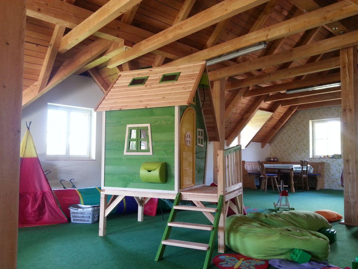Kinderspielhaus beheizt